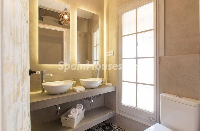 12. Apartment for sale in Barcelona - For Sale:  Renovated Apartment in Barcelona