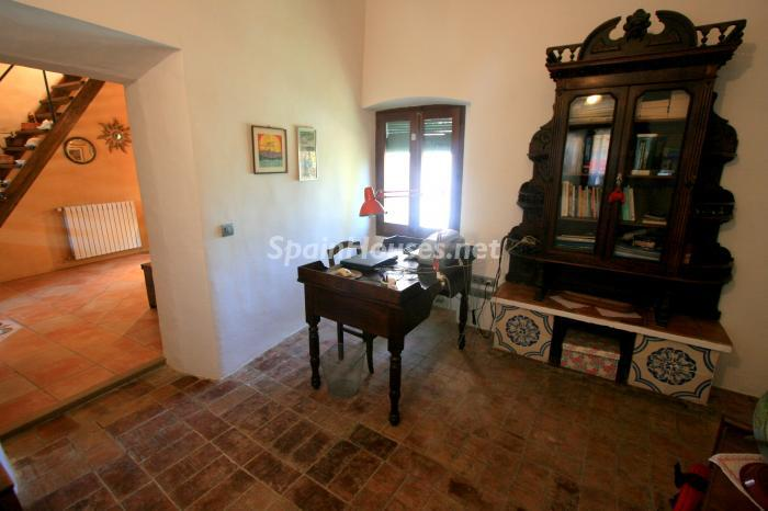 12. Estate for sale in Vilamacolum (Girona)