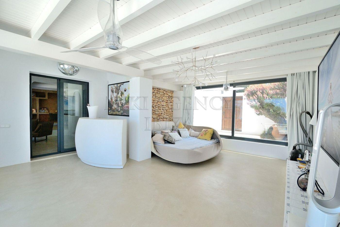 12. House for sale in Sant Josep de sa Talaia Ibiza - Fantastic 4 Bed Villa For Sale in Sant Josep de sa Talaia, Ibiza!