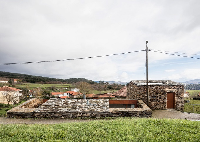 12. Stone wine cellar converted into home in Galicia - Stone wine cellar converted into a home by Cubus Arquitectura