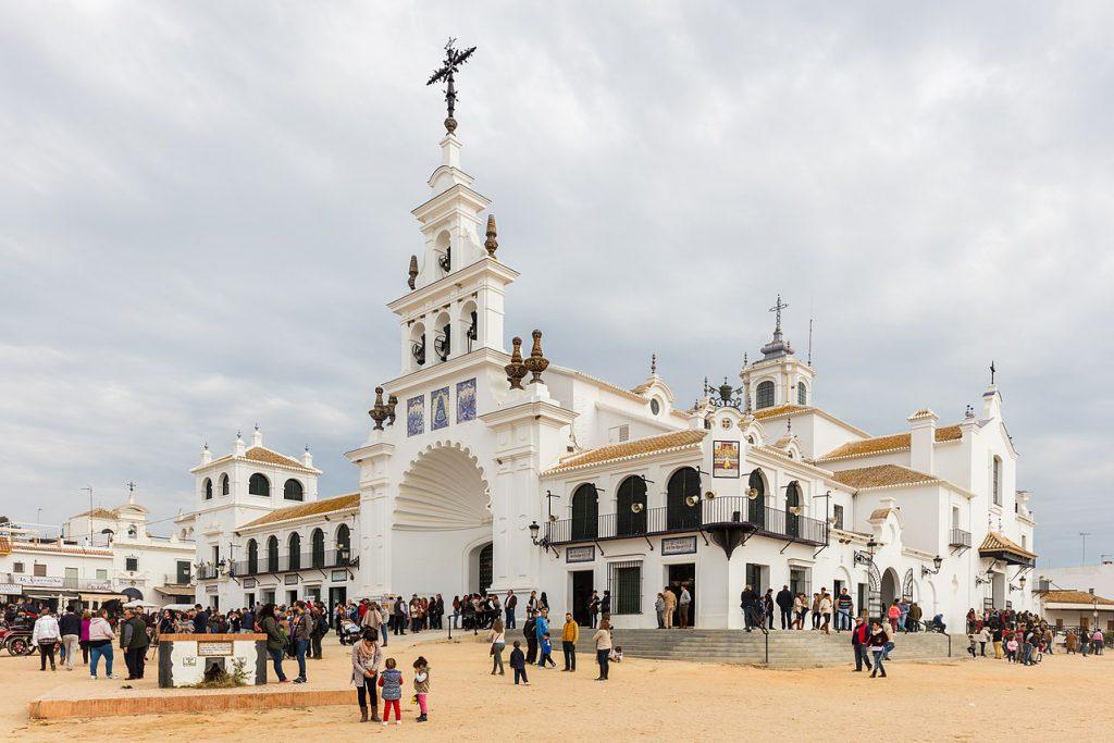 1280px Ermita del Rocío El Rocío Huelva España 2015 12 07 DD 10 1024x683 - The best feasts to visit Andalusia in May 2018