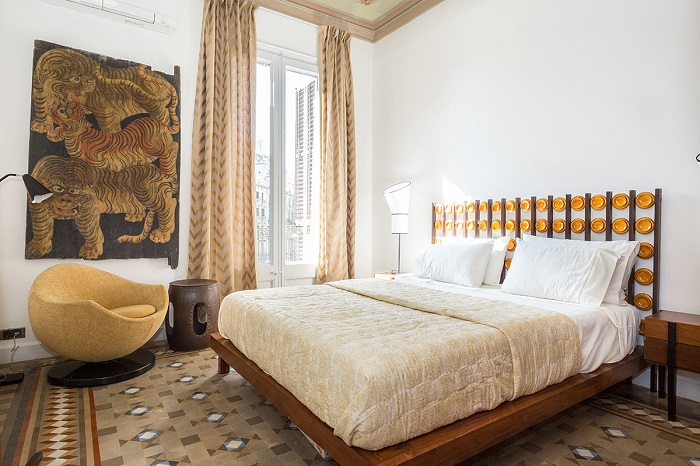 13. Flat in Eixample, Barcelona, by Squad One