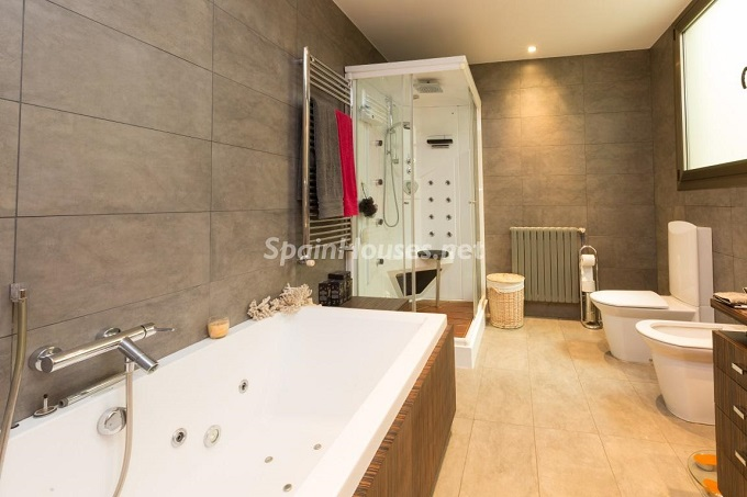 13. Home in Gràcia Barcelona - For Sale: Terraced house in the heart of Barcelona city