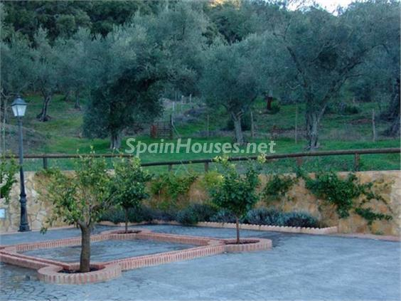 13. House for sale in Aracena Huelva - For Sale: Country House with Gorgeous Mountain Views in Aracena, Huelva