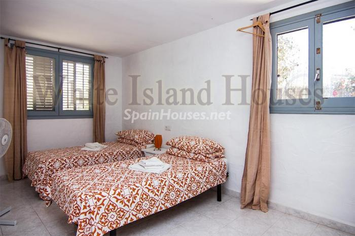 13. House for sale in Santa Eulalia del Río Balearic Islands - On the Market: Detached House in Santa Eulalia del Río, Balearic Islands