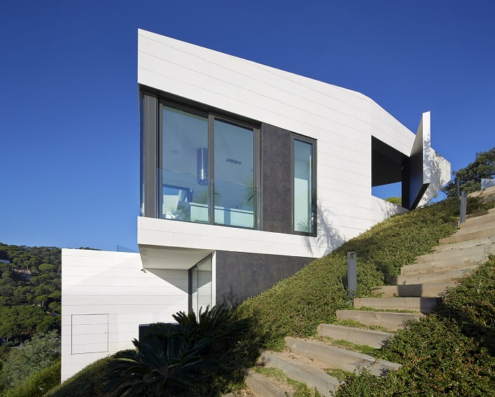 13. Seaside residence in Girona