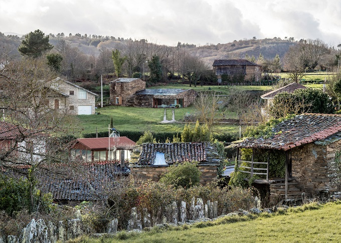 13. Stone wine cellar converted into home in Galicia - Stone wine cellar converted into a home by Cubus Arquitectura