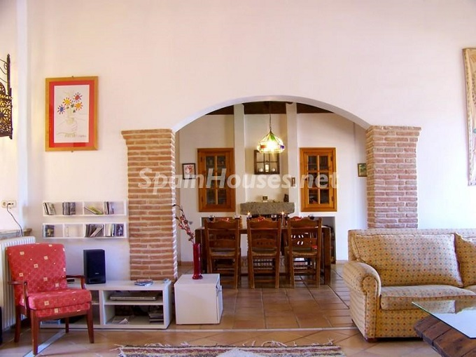 13. Villa for sale in Lecrín (Granada)