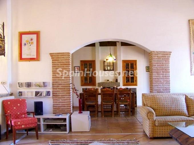 13. Villa for sale in Lecrín (Granada)