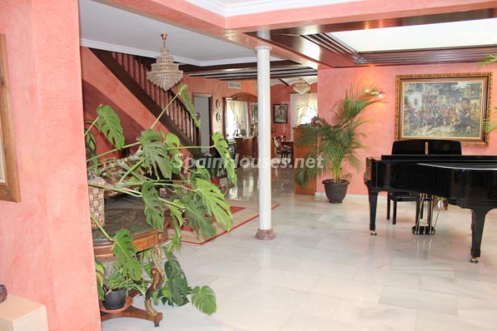 1331 - Fantastic Villa For Sale in Torremolinos, Málaga