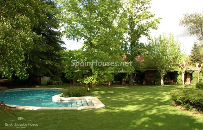 135 - Classy Villa in Madrid Charms With its Beautiful Garden