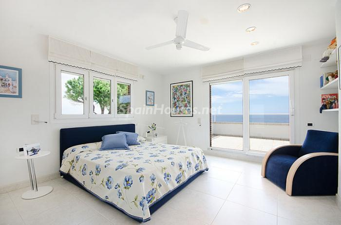 14. Detached house for sale in Torredembarra Tarragona - For Sale: Super Beach House in Torredembarra, Tarragona