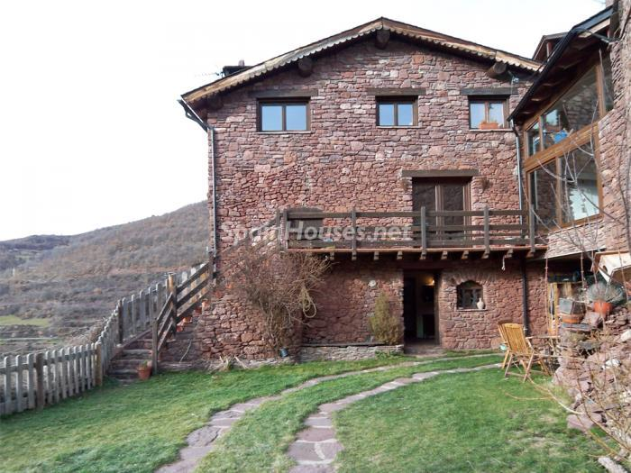 140 - Country House for sale in the Pyrenees, Lleida Province