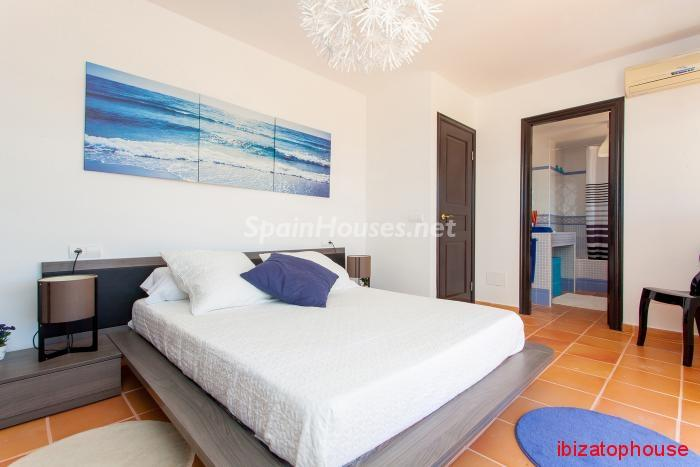15. Detached villa for sale in Sant Josep de sa Talaia - For Sale: Luxury Retreat with Unbeatable Views in Ibiza