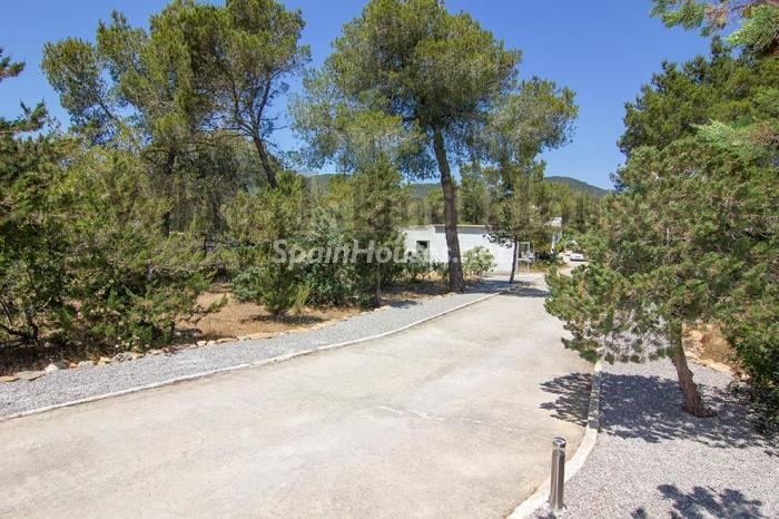 15-villa-for-sale-in-santa-eulalia-del-rio-ibiza