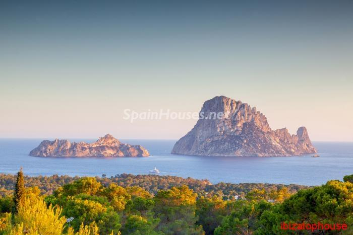 17. Detached villa for sale in Sant Josep de sa Talaia - For Sale: Luxury Retreat with Unbeatable Views in Ibiza