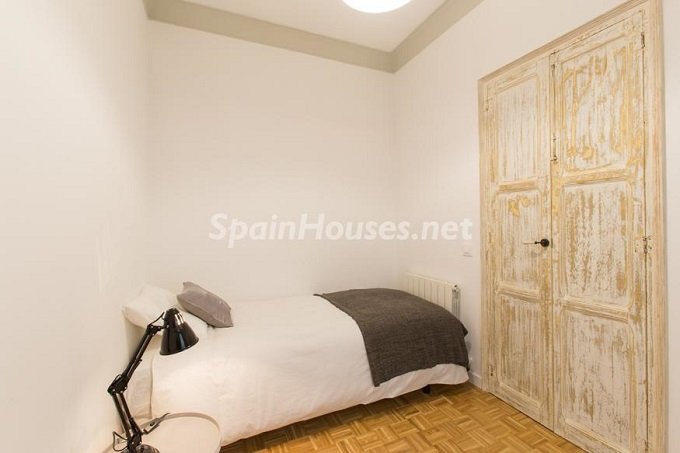 19. Apartment for sale in Barcelona - For Sale:  Renovated Apartment in Barcelona