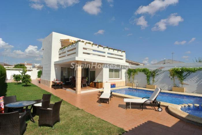 198 - Beautiful Detached Chalet for Sale in Torrevieja (Alicante)