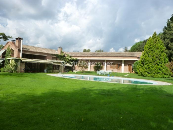 2 House for sale - Large Mountain House For Sale in Caldes de Montbui (Barcelona)