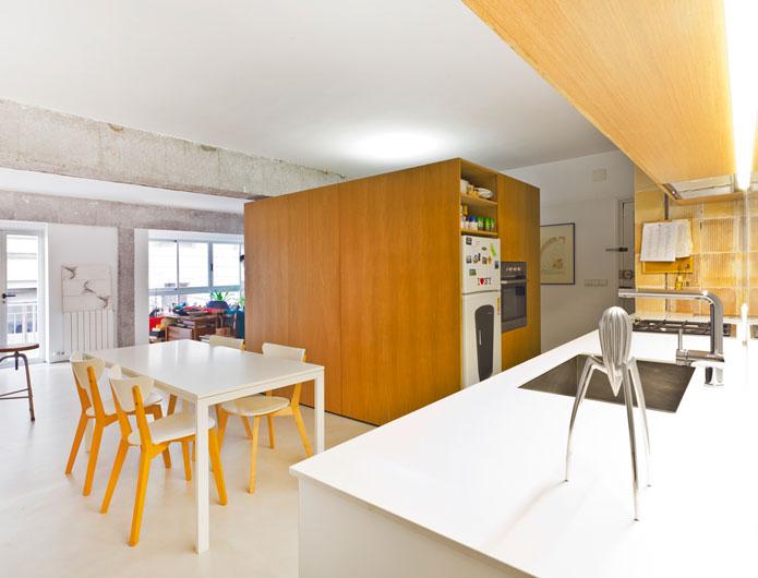 2. Apartment Refurbishment by vilaseguiarquitectos.com