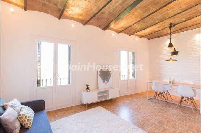 2. Apartment for sale in Barcelona - For Sale:  Renovated Apartment in Barcelona