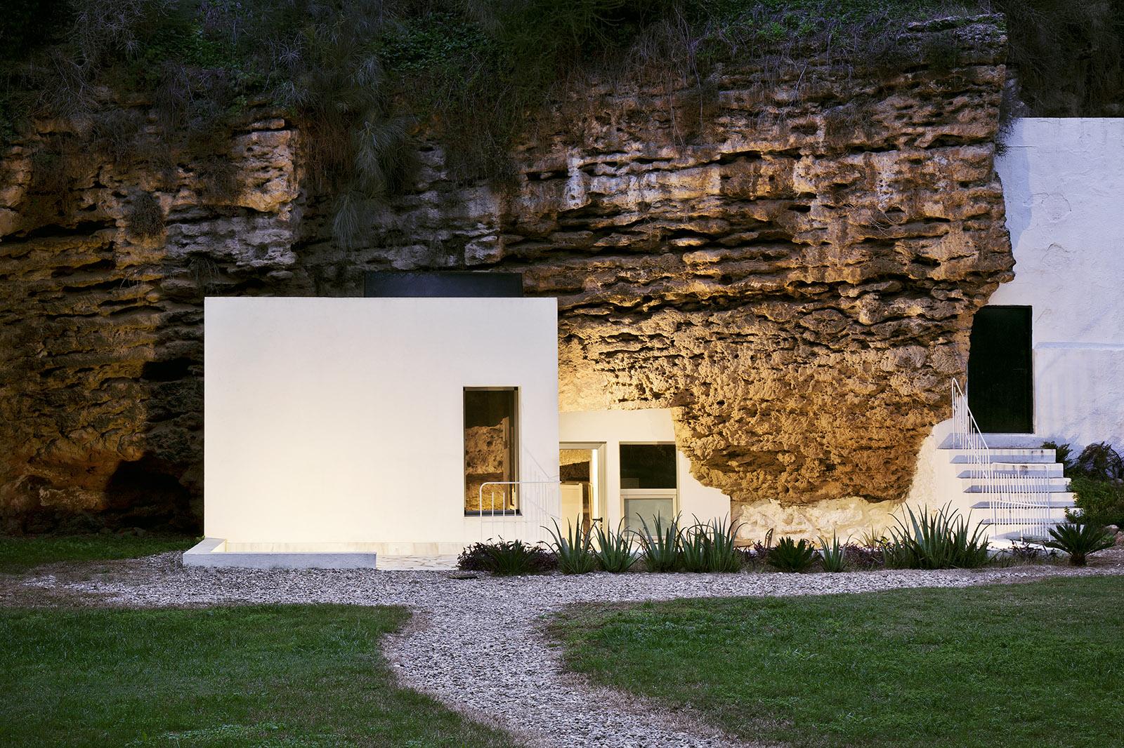 2. Cave House in Villarrubia Córdoba - Casa Tierra: a Cave House in Córdoba by UMMO Estudio