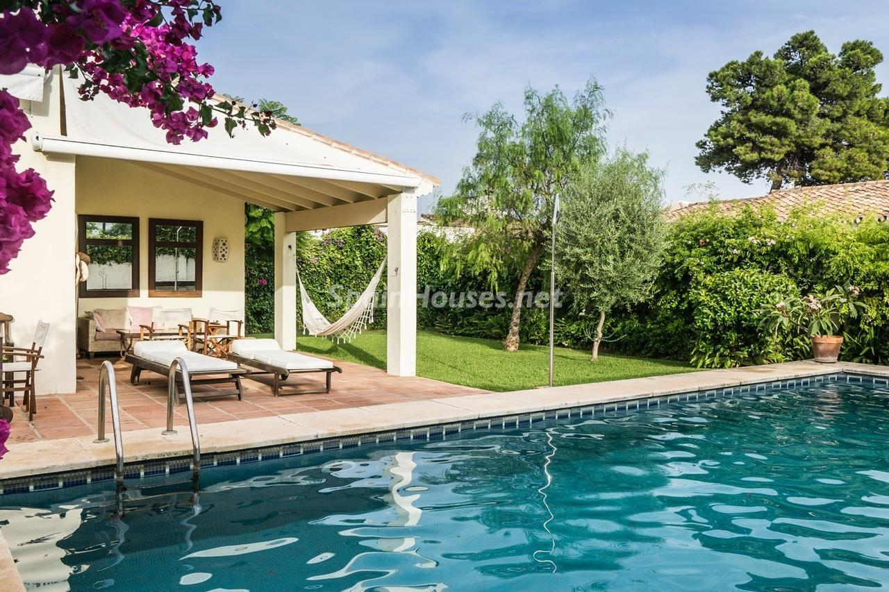 2. Detached villa for sale in Estepona - Beautiful light-filled villa for sale in Estepona (Málaga)