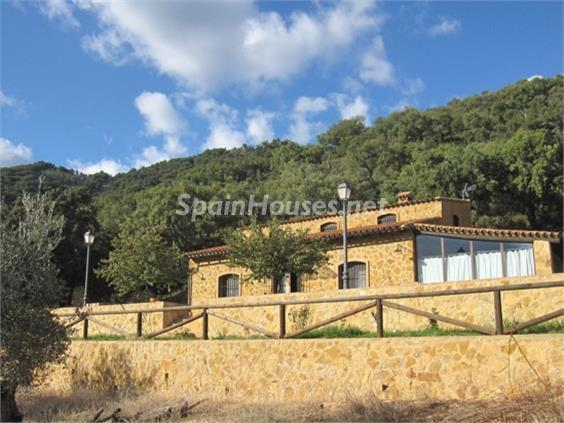 2. House for sale in Aracena Huelva - For Sale: Country House with Gorgeous Mountain Views in Aracena, Huelva