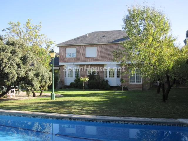 2. House for sale in Madrid - Classic Style Chalet for Sale in Boadilla del Monte, Madrid