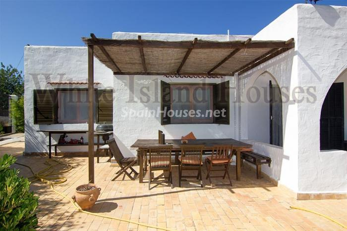 2. House for sale in Santa Eulalia del Río Balearic Islands - On the Market: Detached House in Santa Eulalia del Río, Balearic Islands