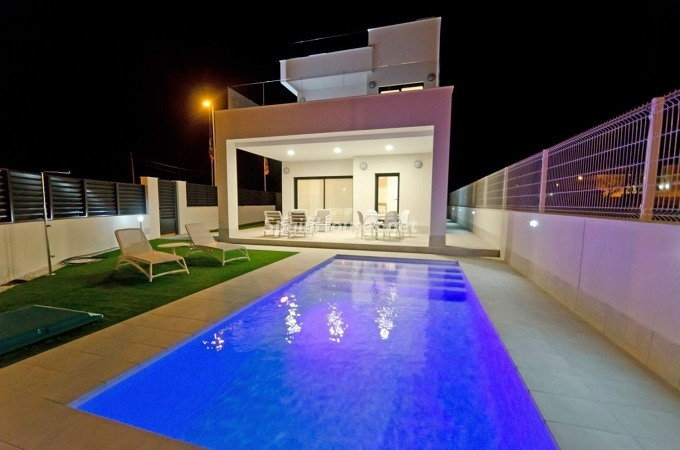 2. House for sale in Santa Pola (Alicante)