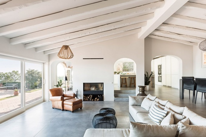 2. House renovation in Girona - Home Renovation in Platja d'Aro by 05 AM Arquitectura