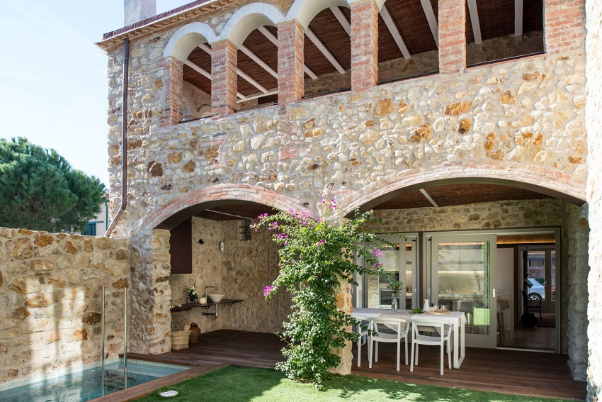 2. House restoration in Girona - Stunning country house renovation by architect Gloria Duran