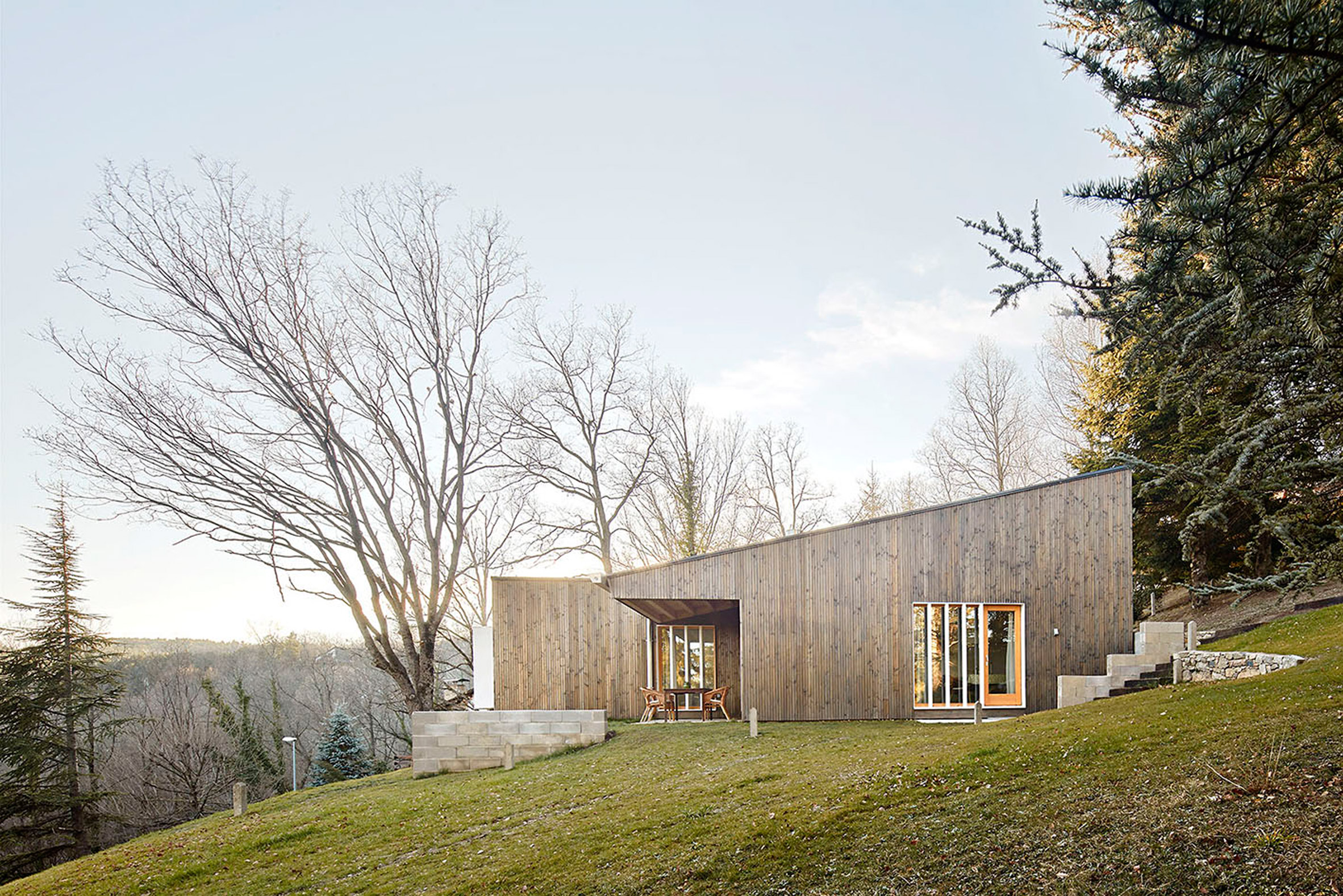 2. Prefababricated wooden home in the Pyrenees by architect Marc Mogas - Prefabricated wooden home in the Pyrenees by architect Marc Mogas
