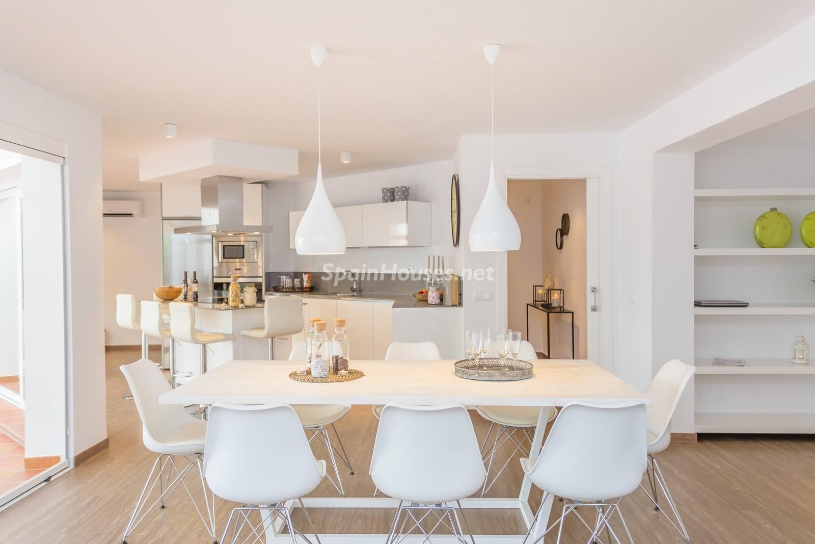 2. Villa for sale in Estepona Málaga - Beautiful 4 Bed Villa For Sale in Estepona, Málaga