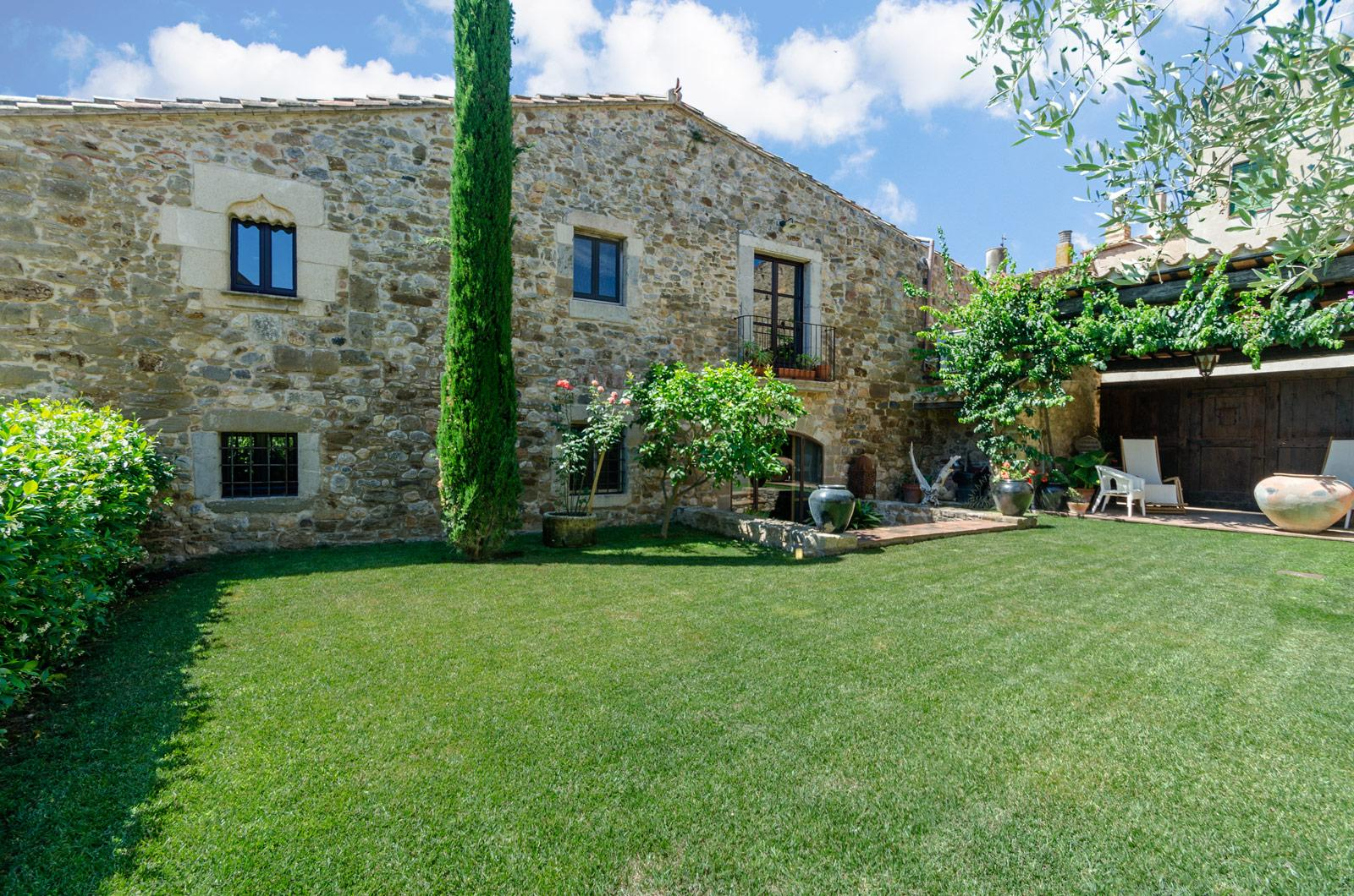 2. Villa for sale in Girona - Traditional Masia, Catalonia country house, for sale in Girona