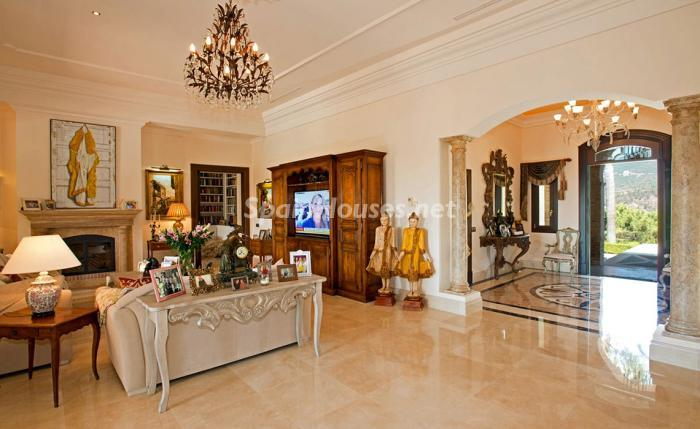 22. House for sale in Benahavís Málaga 1 - For sale: Impressive villa in Benahavís (Málaga), don't miss the pictures!