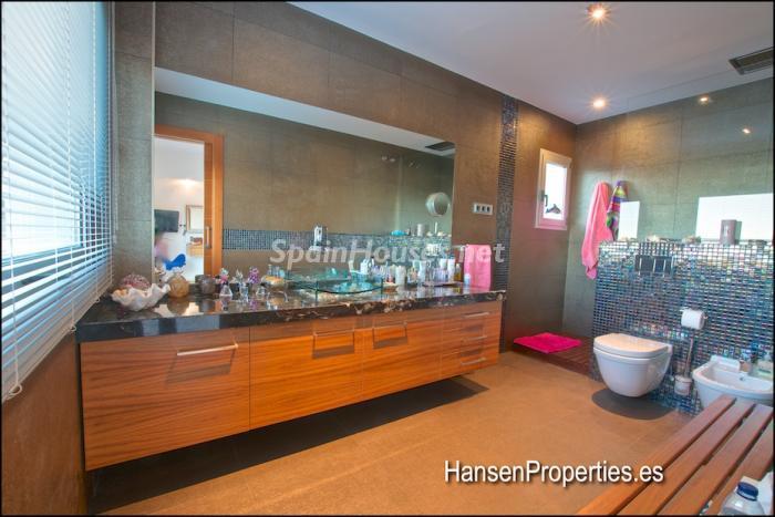 2208118 931170 foto164004512 - Modern Style Villa for Sale in Malaga City