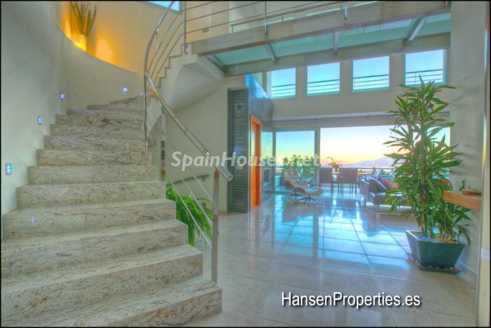 2208118 931170 foto16400457 - Modern Style Villa for Sale in Malaga City