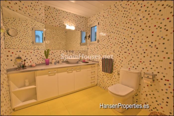 2208118 931170 foto164004713 - Modern Style Villa for Sale in Malaga City