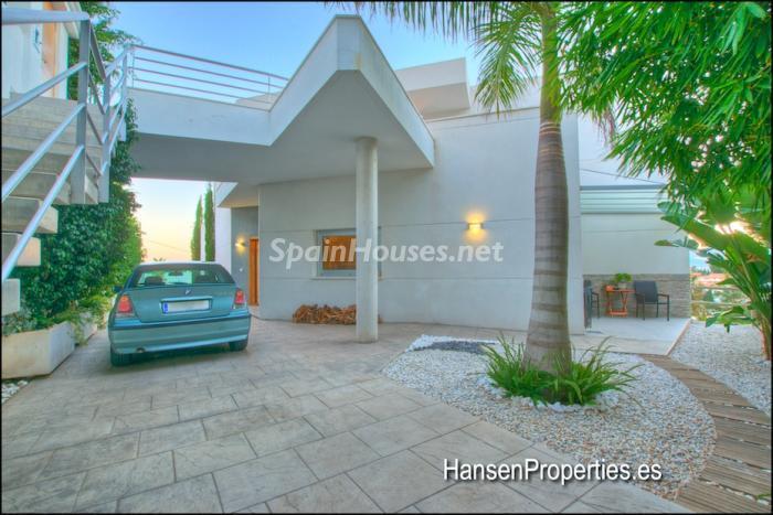 2208118 931170 foto16400475 - Modern Style Villa for Sale in Malaga City