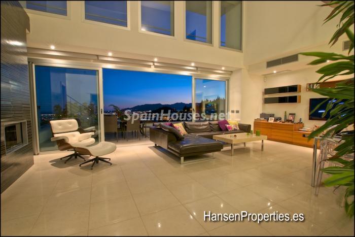 2208118 931170 foto16400491 - Modern Style Villa for Sale in Malaga City
