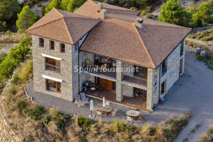 228 - Outstanding Country House for Sale in the Pyrenees