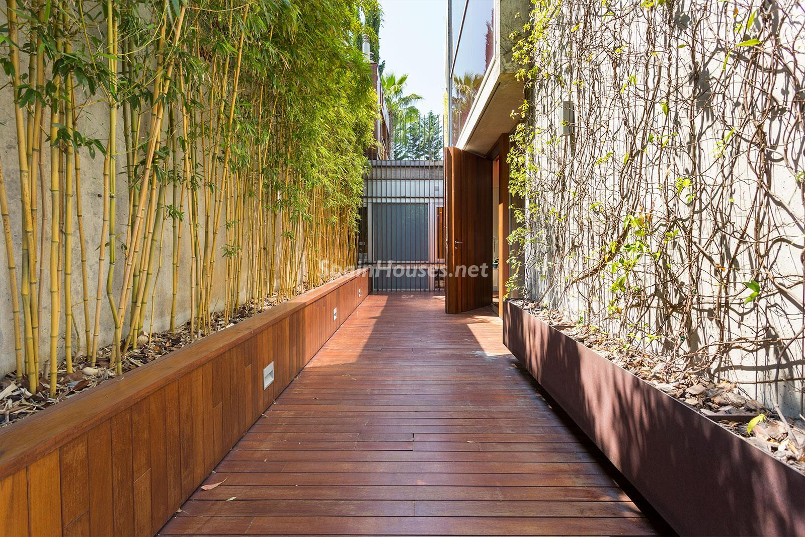 23. House for sale in Barcelona city - Superb 5 bed home in Barcelona features 2 swimming pools and a huge garden