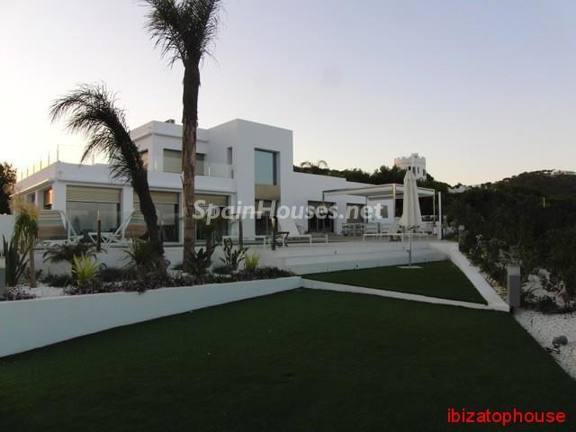 23742 1013636 foto20945559 - Minimalist white villa for sale in Ibiza, Balearic Islands