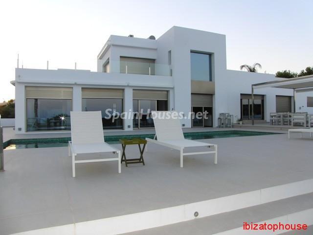 23742 1013636 foto20945560 - Minimalist white villa for sale in Ibiza, Balearic Islands