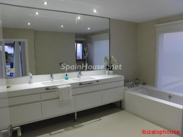 23742 1013636 foto20945562 - Minimalist white villa for sale in Ibiza, Balearic Islands