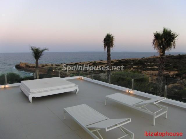 23742 1013636 foto20945563 - Minimalist white villa for sale in Ibiza, Balearic Islands