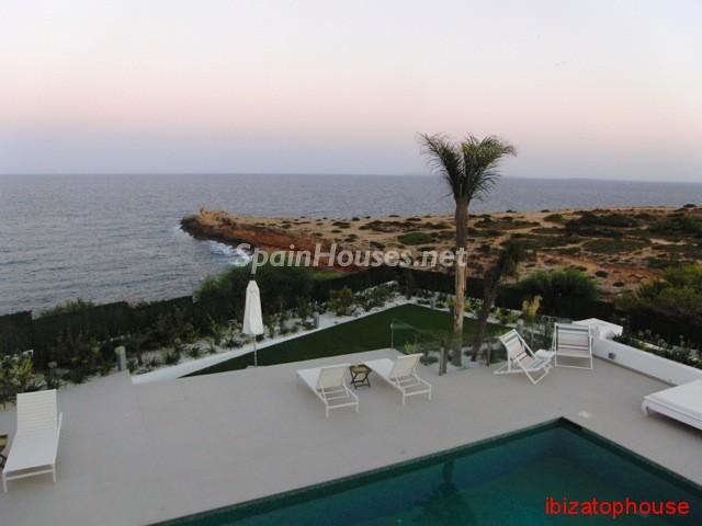 23742 1013636 foto20945567 - Minimalist white villa for sale in Ibiza, Balearic Islands