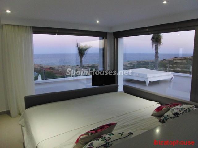 23742 1013636 foto20945570 - Minimalist white villa for sale in Ibiza, Balearic Islands